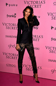 Lais Ribeiro topped off her ensemble with a black patchwork box clutch.