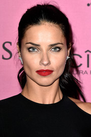 That sexy red lip totally livened up Adriana Lima's beauty look.