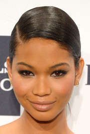 Chanel Iman kept her beauty look subtle with nude lipstick.