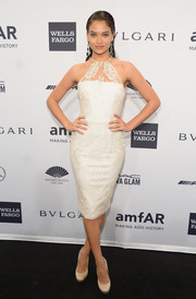 Shanina Shaik went for an ultra-feminine vibe in a white lace cocktail dress by Alex Perry during the amfAR New York Gala.