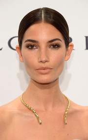 Lily Aldridge went for a subtle beauty look with neutral eyeshadow and nude lipstick.