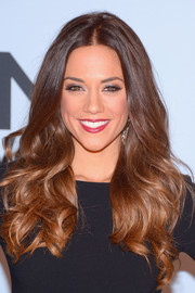 Jana Kramer wore gorgeous high-volume waves with a center part when she attended the CMA Awards.