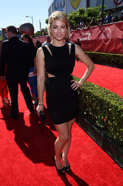 Iliza Shlesinger stepped out on the ESPYs red carpet looking ultra-modern in a cutout LBD.