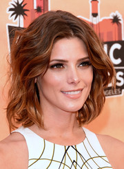 Ashley Greene looked absolutely gorgeous wearing this center-parted wavy 'do at the iHeartRadio Music Awards.