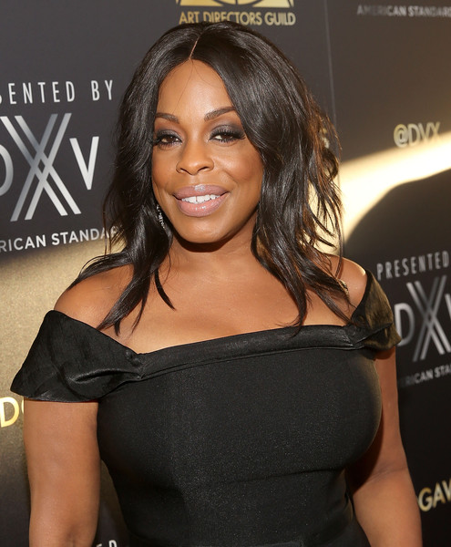 Niecy Nash showed off messy-sexy waves at the Art Directors Guild Awards.