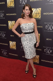 Amy Landecker teamed her dress with a pair of black cross-strap slingbacks.