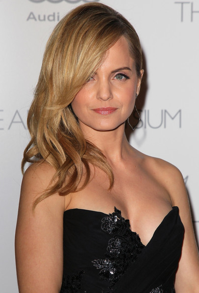 More Pics of Mena Suvari Strapless Dress (2 of 10) - Mena Suvari Lookbook - StyleBistro