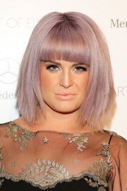 Kelly Osbourne styled her trademark lavender hair into an edgy layered bob with blunt bangs for the Art of Elysium's Heaven Gala.