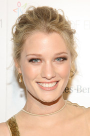 Ashley Hinshaw swept her hair up into a mildly messy 'do for the Art of Elysium's Heaven Gala.