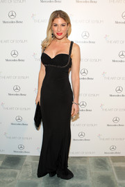 Hofit Golan showed off her fab curves in a body-con sweetheart-neckline gown at the Art of Elysium's Heaven Gala.