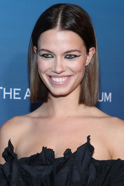 Hailey Clauson sported a short center-parted hairstyle at the Art of Elysium Heaven celebration.