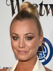 Kaley Cuoco swept her hair up into a cute top knot for the Heaven Gala.