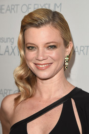 Amy Smart looked breathtaking wearing her hair in retro-glam waves at the Art of Elysium Heaven Gala.