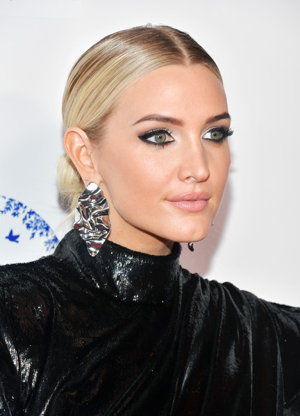 Ashlee Simpson Sterling Dangle Earrings [hair,face,hairstyle,eyebrow,blond,lip,beauty,chin,fashion model,fashion,arrivals,ashlee simpson,avalon hollywood,los angeles,california,hollywood beauty awards]