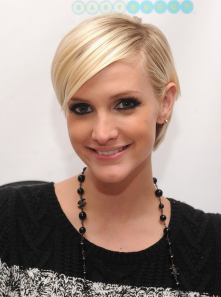 Ashlee Simpson Short Side Part [hair,face,blond,hairstyle,eyebrow,forehead,chin,head,lip,bob cut,jessica,ashlee simpson celebrate the launch of jessica simpson girls,ashlee simpson,new york city,dylans candy bar,launch]