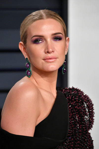 Ashlee Simpson Chignon [oscar party,vanity fair,hair,face,hairstyle,lip,beauty,eyebrow,shoulder,blond,chin,fashion,beverly hills,california,wallis annenberg center for the performing arts,radhika jones - arrivals,radhika jones,ashlee simpson]