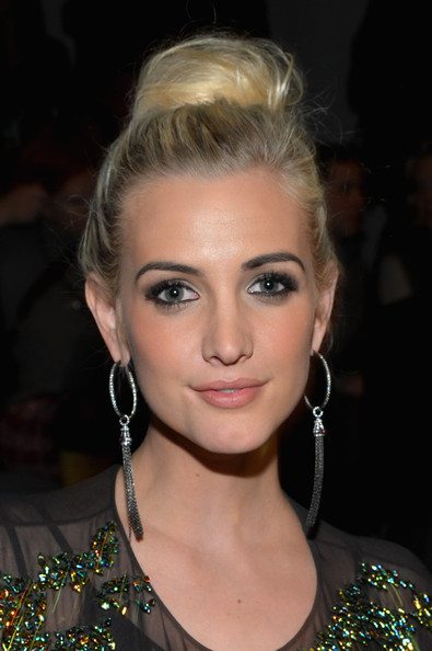 Ashlee Simpson Classic Bun