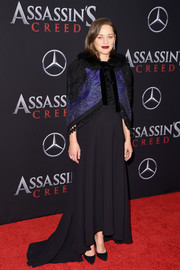 Marion Cotillard attended the New York premiere of 'Assassin's Creed' wearing a loose black fishtail gown.