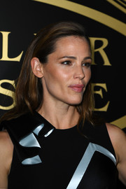 Jennifer Garner wore her hair down with the sides neatly tucked behind her ears during the Atelier Versace fashion show.