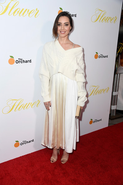 Aubrey Plaza Tube Clutch [red carpet,white,clothing,carpet,shoulder,dress,fashion,premiere,flooring,yellow,arrivals,aubrey plaza,flower,california,hollywood,arclight cinemas,the orchard,premiere,premiere]