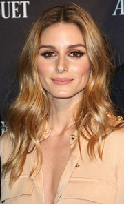 Olivia Palermo brightened up her beauty look with coral eyeshadow.
