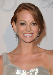 Jayma paired her dangling diamond earrings with a loose bun.