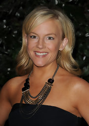 Rachael Harris paired her strapless gown with a chain embellished statement neckalce.