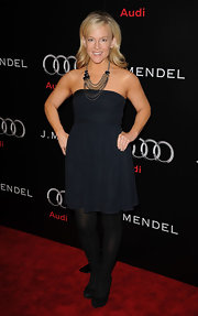 Rachael Harris paired her strapless navy dress with black opaque tights and suede platform pumps.