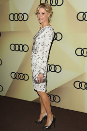 Julie Bowen accessorized her cocktail dress with gunmetal Jean-Michel Cazabat pumps.