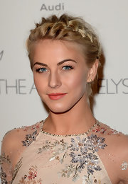 Orange-pink lips finished off Julianne's ethereal ensemble at the 6th Annual HEAVEN Gala.