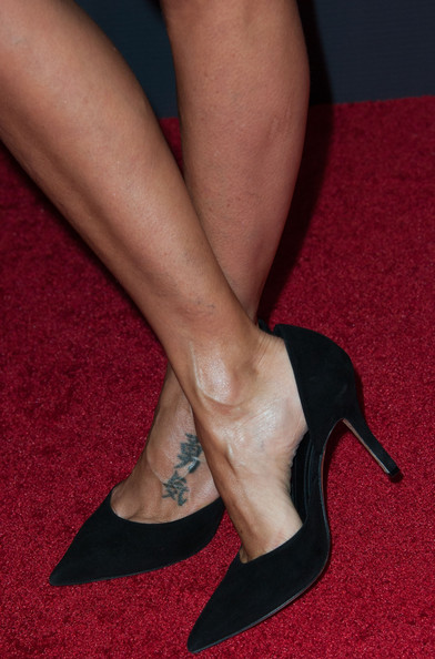 Natalie Imbruglia attended the AACTA International Awards wearing simple black pointy pumps.