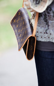 Like many celebs Danni is a bog fan of all things Louis Vuitton. She opted for a smaller version of her favorite designer bag while strolling around town.