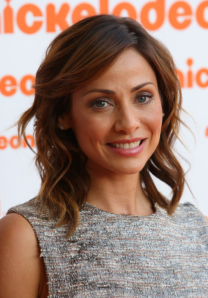 Natalie showed off her shoulder length curls while hitting the Nickelodeon Awards.