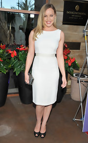 Abbie Cornish looked perfectly chic at the Australians in Film Awards in this white sheath dress.