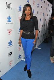 Holly Robinson Peete kept it laid-back in bright blue skinny jeans and a black knit top at the Autism Speaks' Blue Jean Ball.