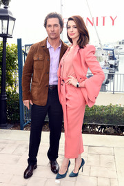 Anne Hathaway attended the 'Serenity' photocall wearing a slouchy pink pantsuit by Petar Petrov.