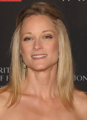 Teri Polo wore her straightened tresses in a casual half up, half down hairstyle at the BAFTA Britannia Awards.