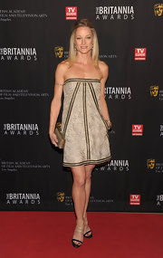Teri Polo opted for a strapless printed frock at the Britannia Awards. She topped off her look with black and nude strappy sandals.
