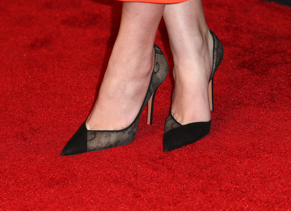 More Pics of Hailee Steinfeld Box Clutch (1 of 13) - Clutches Lookbook - StyleBistro [footwear,red,leg,high heels,human leg,shoe,ankle,carpet,flooring,red carpet,arrivals,hailee steinfeld,jaguar britannia awards,shoe detail,los angeles,the beverly hilton hotel,beverly hills,bafta,united airlines,bbc america]