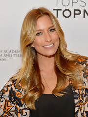 To top off her au naturel look, Renee Bargh chose a super shiny gloss in a nude color.