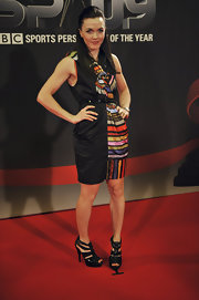 Victoria Pendleton looked mod and vibrant on the red carpet in a colorful print dress.