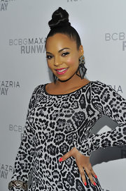 Ashanti loves to stand out with cool jewelry. The R & B star did just that with these square dangling earrings.