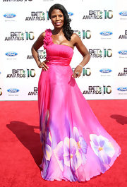 Omarosa opted for a dramatic, floral-printed, one-shoulder evening dress with a ruched bodice.