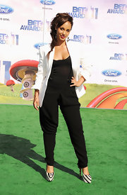 Alicia Keys hit the BET Awards green carpet in a black-and-white look topped with a messy fishbone braid. Cute!