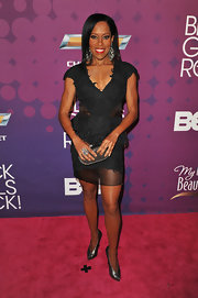 Regina King looked fierce on the Black Girls Rock red carpet in a little black dress with a sheer hem and waist cutouts.