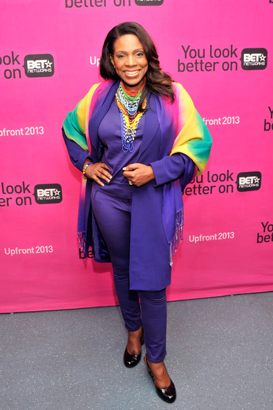 More Pics of Sheryl Lee Ralph Long Wavy Cut (1 of 4) - Long Wavy Cut Lookbook - StyleBistro