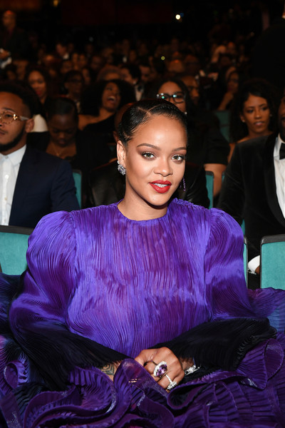 Rihanna gave us bling envy with that huge amethyst ring by Kallati at the 2020 NAACP Image Awards.