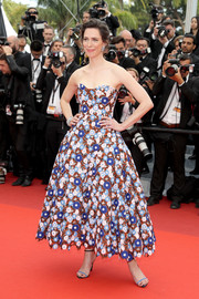 Rebecca Hall brought some '50s glamour to the Cannes premiere of 'The BFG' with this strapless floral fit-and-flare dress by Dior.