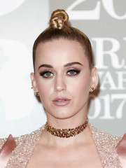 Katy Perry sealed off her look with a dazzling gemstone choker by Lorraine Schwartz.