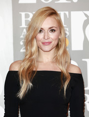 Fearne Cotton showed off a gorgeous wavy hairstyle at the Brit Awards.